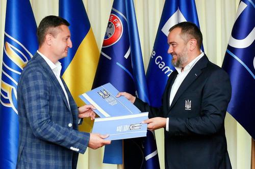 ARBER – офіційний діловий одяг українського футболу