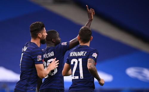 ВИДЕО. Упамекано и Жиру решили исход главного матча дня в пользу Франции