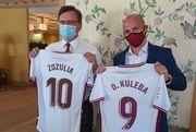 ФОТО. Зозуля встретился с главой МИД Украины и передал футболку Зеленскому