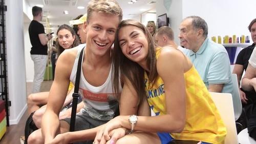 ВИДЕО. Забавные домашние тренировки Марины Бех и Михаила Романчука