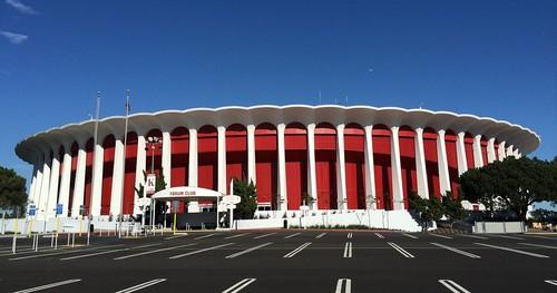 Владелец Клипперс выкупит арену Форум за 400 миллионов долларов