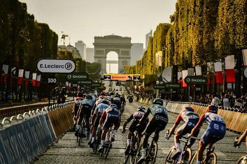 Тадей Погачар - переможець Тур де Франс-2020