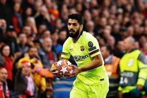 ВИДЕО. Суарес расплакался на прощальной пресс-конференции в Барселоне