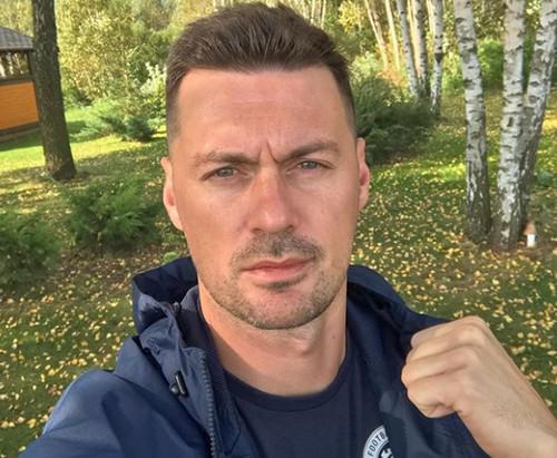 ФОТО. Милевский наблюдает за матчами Динамо по телевизору