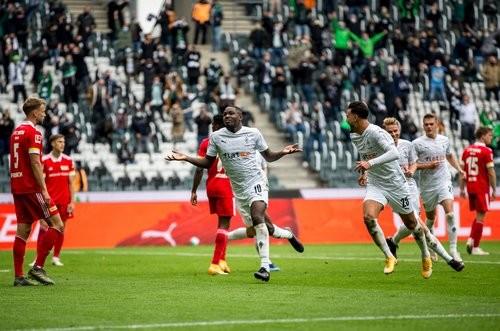 Боруссия Менхенгладбах — Унион — 1:1. Видео голов и обзор матча