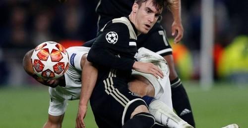 Sky Sports: Манчестер Сити нашел замену Зинченко в Аяксе