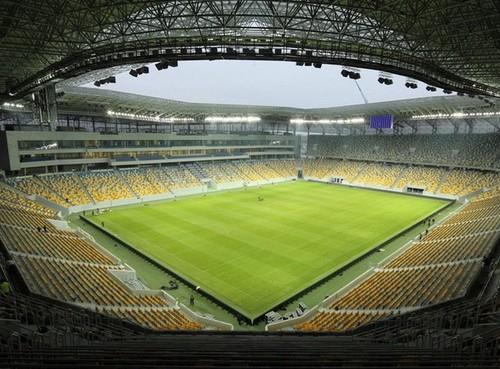 В Киеве запретили зрителей. Матчи сборной Украины могут перенести во Львов