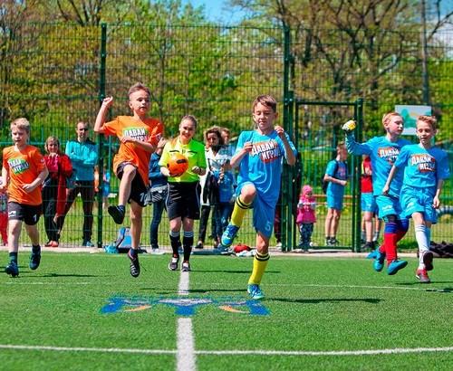 Шахтер пригласил детей-переселенцев на тренировки по футболу