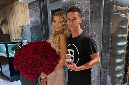 ФОТО. Она сказала: Да! Защитник Динамо сделал предложение своей девушке