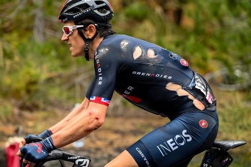 ВИДЕО. Топ-фаворит Джиро сошел из-за тяжелого падения