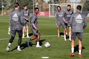 ФОТО. Лунин отрабатывает технику передач вместе с игроками Реала