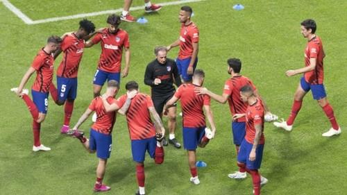 Атлетико сократит игрокам зарплату, Реал пока держится