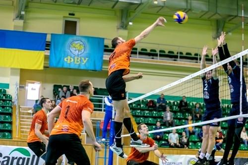 Чемпионат Украины по волейболу в Суперлигах завершен досрочно