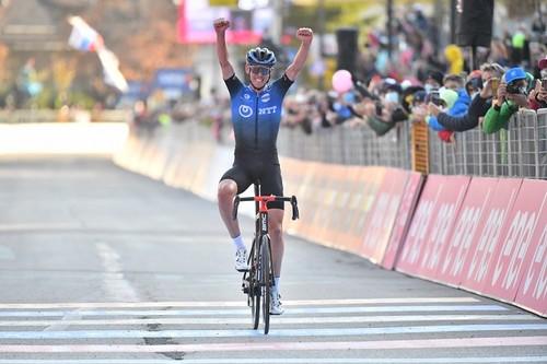 Джиро д'Италия. О'Коннор добрался до победы, перемирие среди грандов