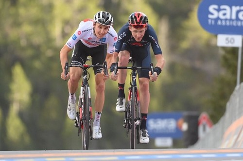 Джиро д'Италия. Хиндли выиграл королевский этап, Алмейда потерял лидерство