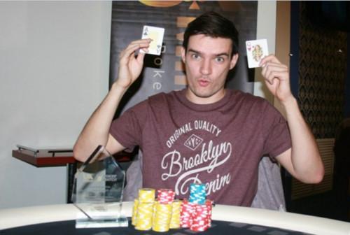 Украинский стример выиграл покерный турнир, названный в его честь