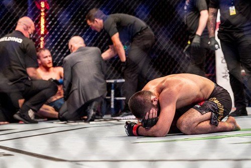 Хабіб розплакався після бою з Гейджі і оголосив про відхід з UFC