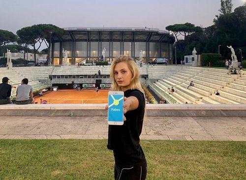 ФОТО. Даяна Ястремская получила огромный букет роз