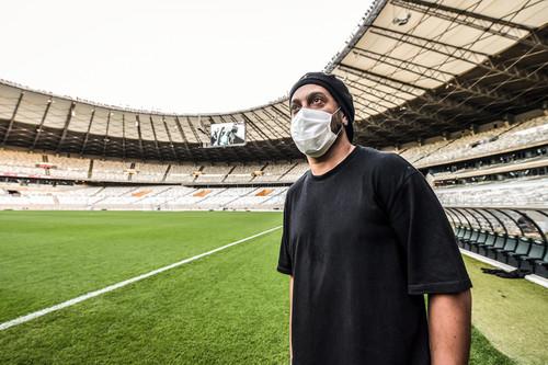 Новое испытание. Бразилец Роналдиньо подхватил коронавирус