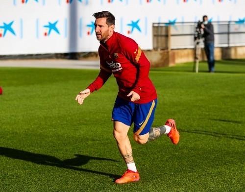 Месси после ухода Бартомеу продлит контракт с Барселоной
