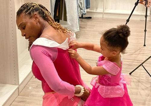 ФОТО. Дочь Серены Уильямс тренируется на корте