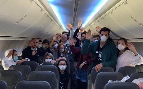 Пассажиры, прилетевшие из Катара, устроили бунт и объявили голодовку