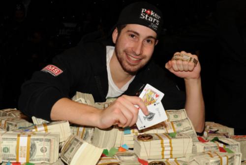 Виграв $ 18 млн випадково - гравець в покер намагається сховатися