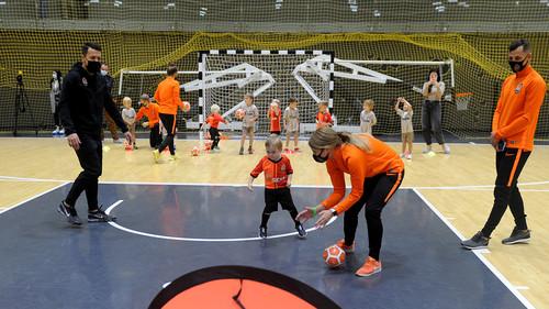 Как Коноплянка тренировал детей. Шахтер открыл сеть футбольных школ в Киеве