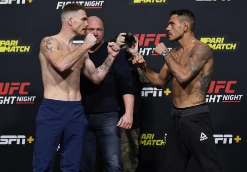 Где смотреть онлайн UFC: Пол Фелдер – Рафаэль Дос Аньос