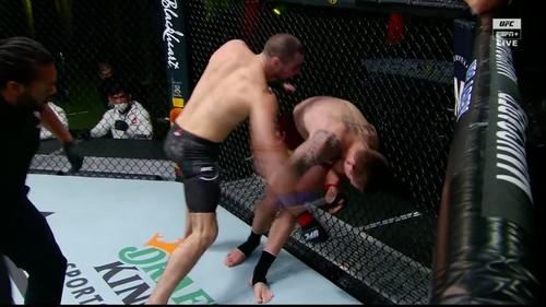 ВИДЕО. 2 победы за 2 недели! Боец ярким нокаутом вернулся в UFC после ДТП
