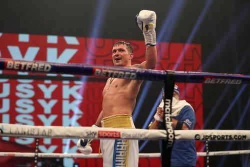 Британец Дюбуа готов провести чемпионский бой с Усиком