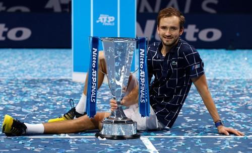 Как Медведев обыграл Тима. Финал итогового турнира ATP. Видеообзор матча