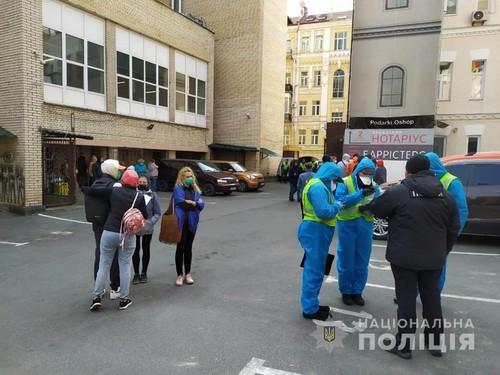 Более 50 человек cбежали из обсервации в киевском отеле Козацкий