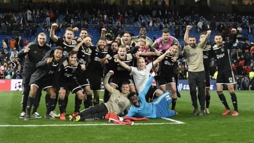Аякс і ПСВ закликають офіційно завершити сезон в Нідерландах