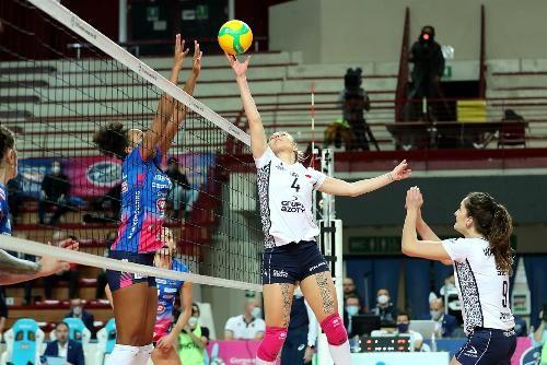 В двух группах женской Лиги чемпионов прошли матчи первого тура