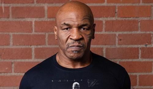 Где смотреть онлайн бой Майк Тайсон – Рой Джонс