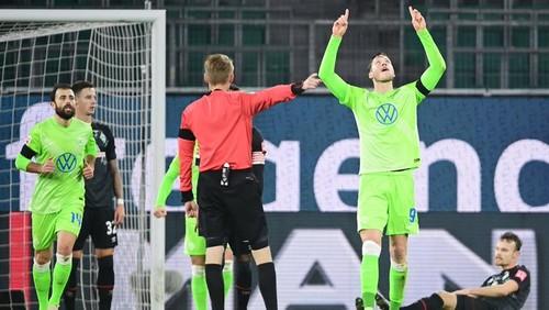 8 голов на двоих! Вольфсбург победил Вердер и вошел в топ-5 Бундеслиги