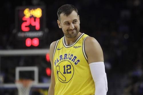 Чемпион НБА и первый номер драфта Богут завершил карьеру