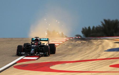 Пятница на Гран-при Сахира. Расселл заменил Хэмилтона и сразу стал лидером