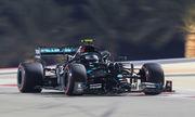 Боттас взял поул Гран-при Сахира, опередив Расселла на 0,026 секунды