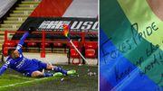 ФОТО. Варди подарил сбитый им радужный флаг ЛГБТ-болельщикам Лестера
