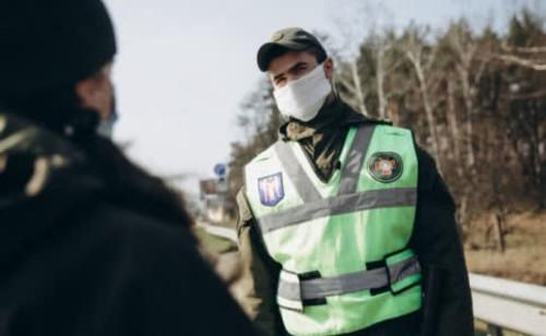 С 6 апреля в Украине запрещается ходить без маски и документов