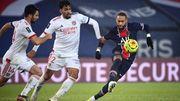 ПСЖ дома проиграл Лиону и спустился на 3-е место чемпионата Франции