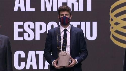 За весомый вклад. Пике получил награду от ПравительстваКаталонии