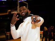ВИДЕО. Данки Леброна и Дюрэнта в топ-5 моментов первого дня в НБА