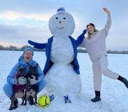 ФОТО. Зинченко встретил новый год с женой и собаками