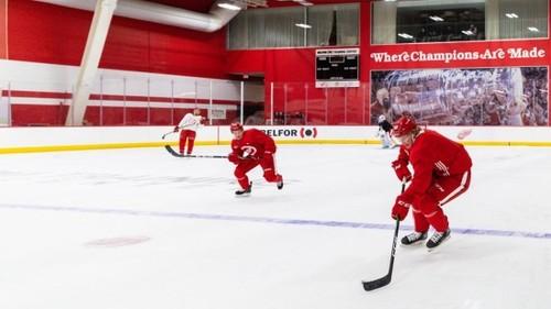 Через 10 місяців. Команди НХЛ повернулися до роботи на льоду
