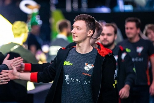 Известный украинский игрок Resolut1on перешел в HellRaisers