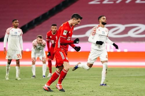 Бавария выдала суперкамбек, забив 5 мячей во втором тайме в ворота Майнца
