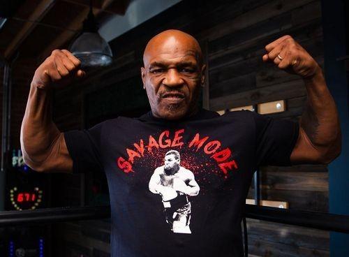 ВИДЕО. Пора в UFC? Майк Тайсон тренируется в клетке